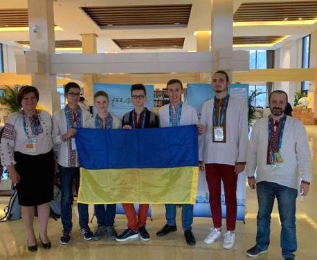 Харьковский школьник привез «серебро» из Китая