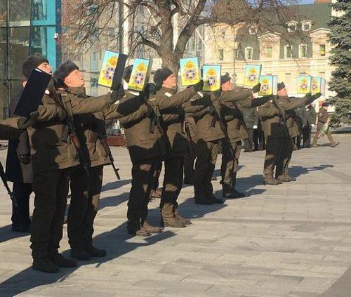 В центре Харькова гвардейцы присягнули на верность украинскому народу: фото-факт