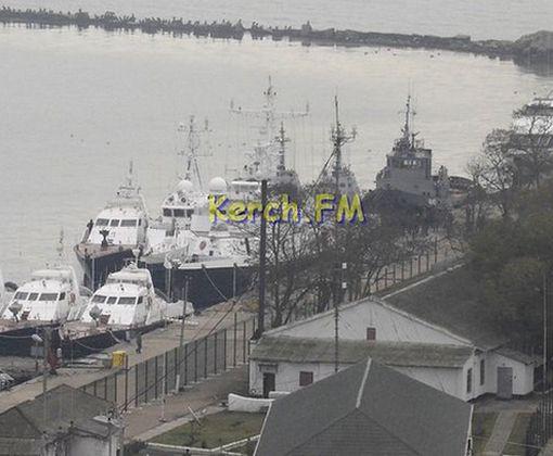 В Сети показали видео с захваченными украинскими кораблями в Керчи