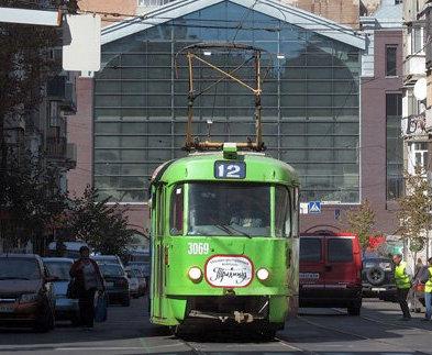 «Фонарь» пассажирам: в Харькове из-за наружного освещения запретили трамвай