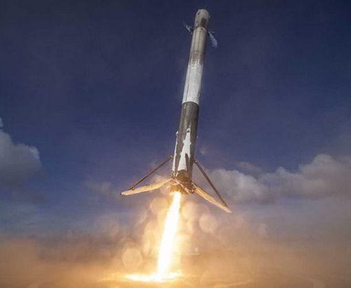 Маск показал, как при посадке утонула взлетная ступень ракеты Falcon 9: видео-факт