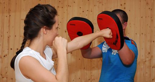Инструкторы научат харьковчанок защищаться