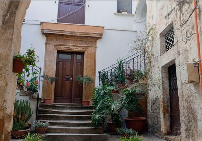 В Италии начали распродажу домов за... один евро