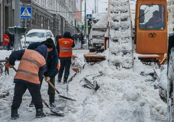 На улицы Харькова вышла техника и люди с лопатами