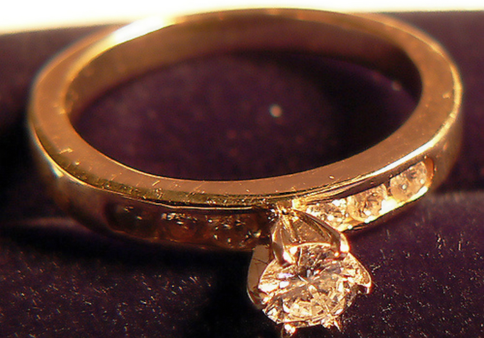 Какие помолвочные кольца купить: материал, камни и оригинальный дизайн