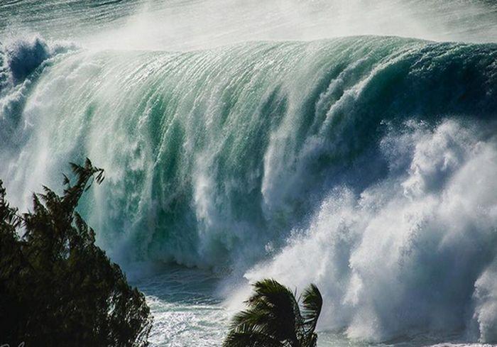 Гавайские острова накрыли 20-метровые волны: видео-факт