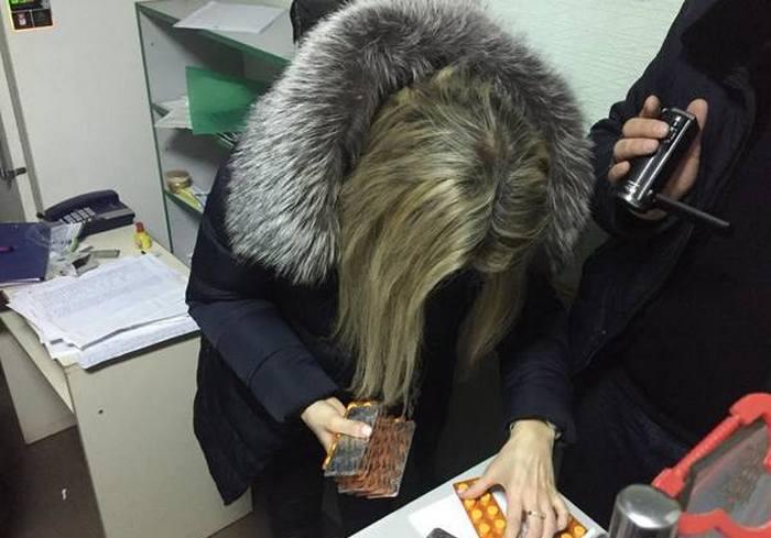 В харьковской аптеке обнаружен тайник: видео-факт