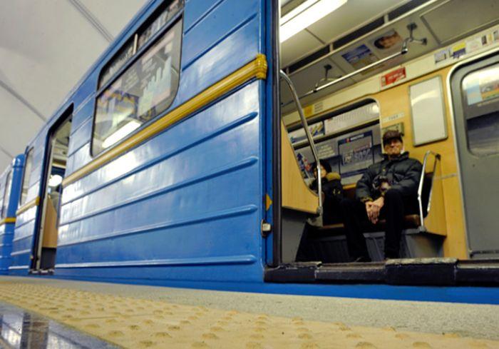 В Харьковском метро заметно усиливают охрану