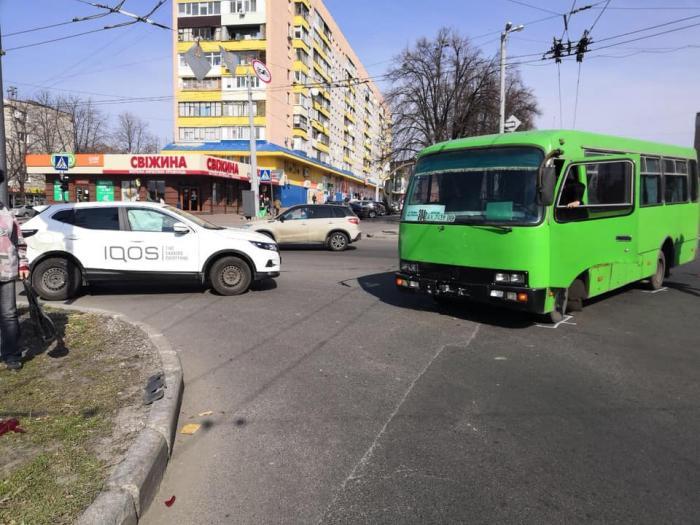 В Харькове впервые запечатлели на фото пожилую «зацепершу»: фото-факт