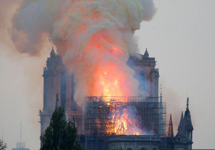 В прокуратуре Парижа назвали главную версию пожара в Нотр-Дам