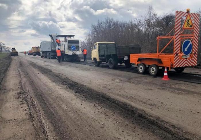 На дорогах государственного значения на Харьковщине работают 25 бригад