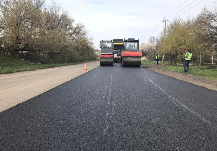По поручению Юлии Светличной в Харьковской области ремонтируют стратегическую дорогу