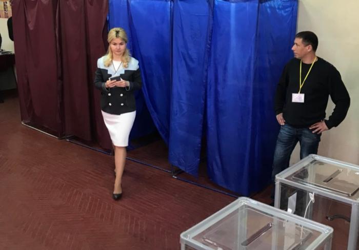 Юлия Светличная проголосовала на президентских выборах: фото-факты