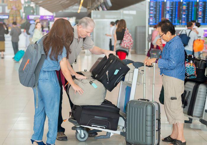 Транзитным путешественникам предложат оставлять багаж на хранение в… магазинах
