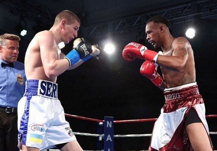 Украинский боксер нокаутировал мексиканца на профи-ринге в Голливуде: видео-факт