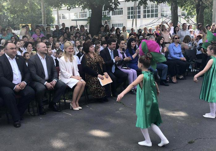 Юлия Светличная поздравила выпускников лицея в Слатино