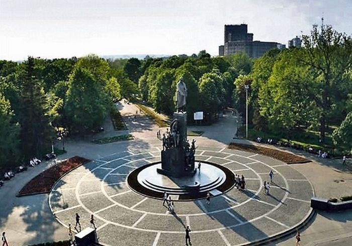 В центре Харькова на месте туалета возводят... отель: фото-факт