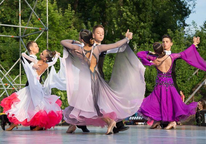«Харьковский вальс». В городе прошел юбилейный фестиваль бальных танцев