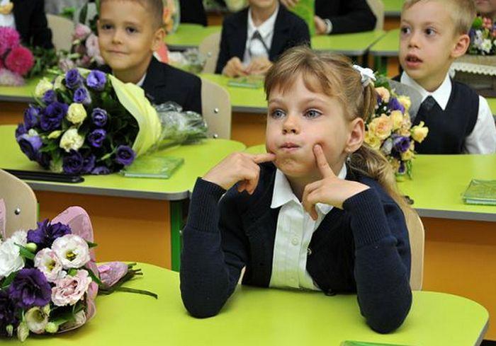 Украинским школьникам разрешили не носить школьную форму