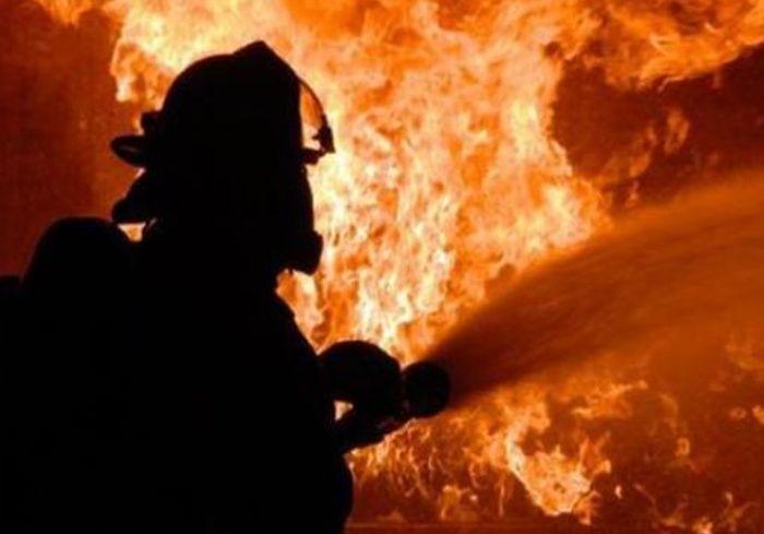 В Харькове на ходу загорелся джип, который потом тушили более получаса: фото-факт
