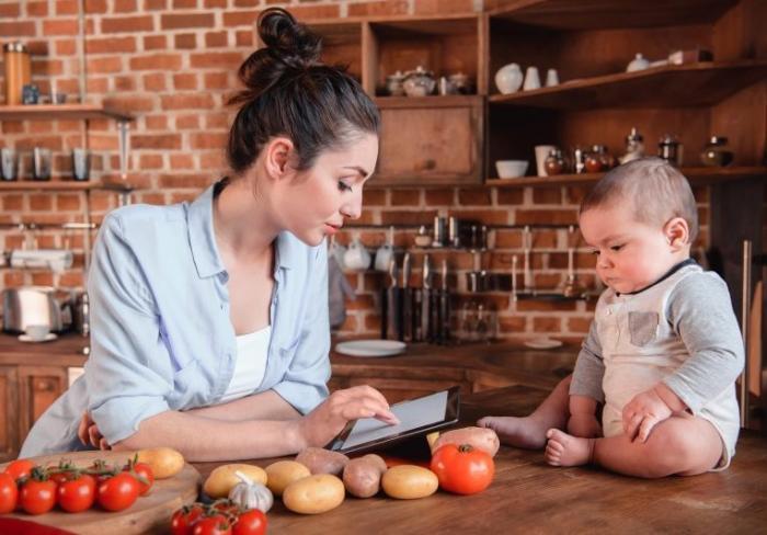 Какие продукты не стоит употреблять кормящим матерям