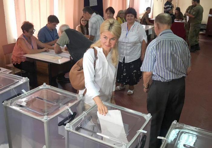 Юлия Светличная проголосовала на парламентских выборах: фото-факт
