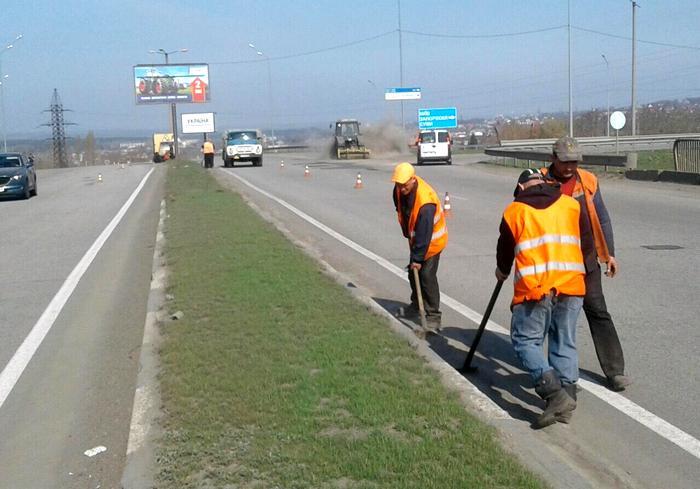 Дороги Харьковской области ремонтируются с опережением