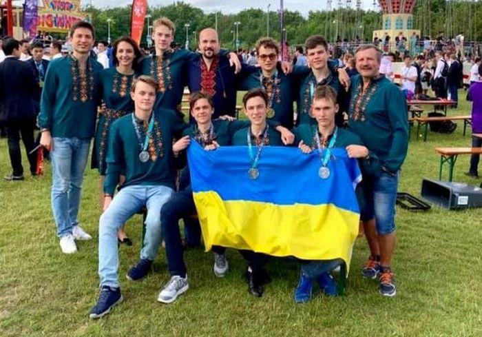 Украинские школьники блестяще выступили на Международной олимпиаде по математике