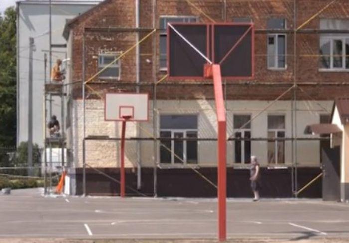 В Харькове готовят к открытию новый школьный стадион