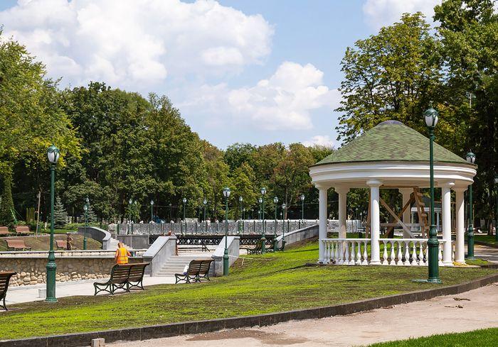 В центральном парке Харькова появилась скульптура знаменитого украинского киноактера (фото)