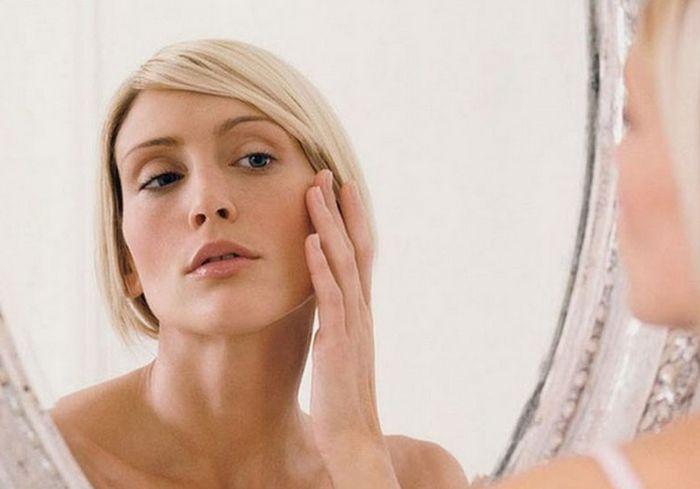 Медики рассказали о симптомах болезней, которые проявляются на лице