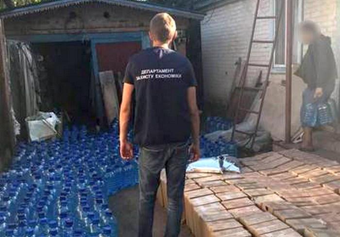 В Харьковской области обнаружили целый склад суррогатного алкоголя и табака из Молдовы