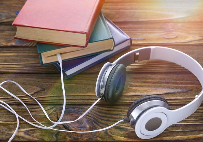 Ученые: Аудиокниги воспринимаются мозгом так же, как бумажные