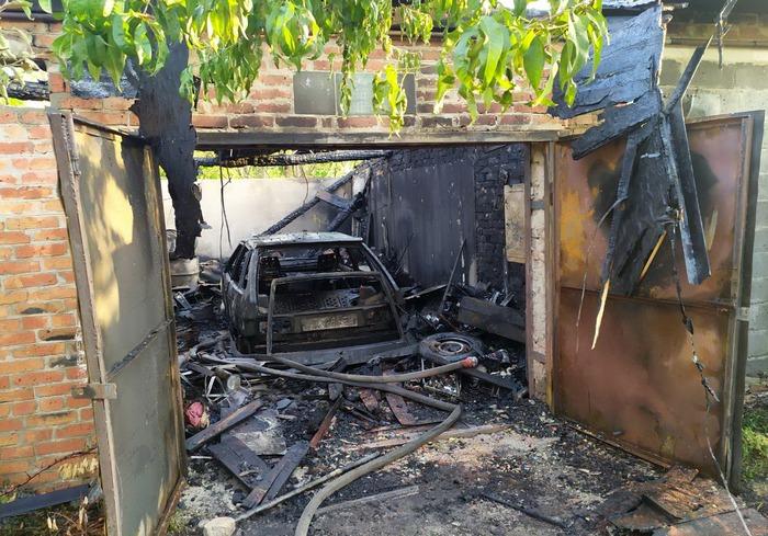 Пожар в Харькове: сгорел гараж с машиной