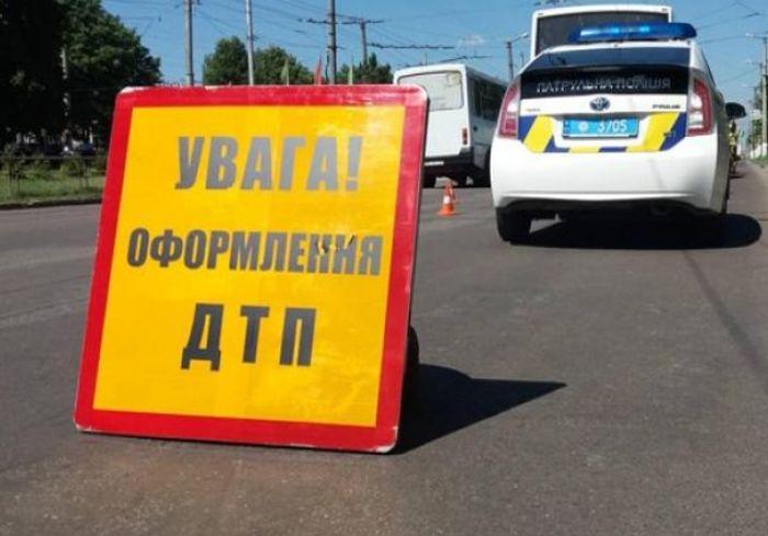На мосту в Харькове столкнулись сразу 4 автомобиля (фото)