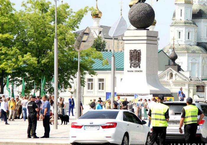 На праздники патрулировать Харьков вышли тысячи силовиков