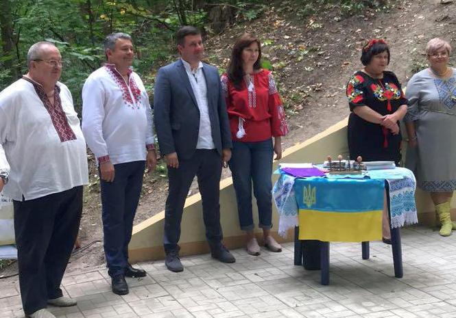 В лесу под Харьковом собрались коллективы: фото-факты