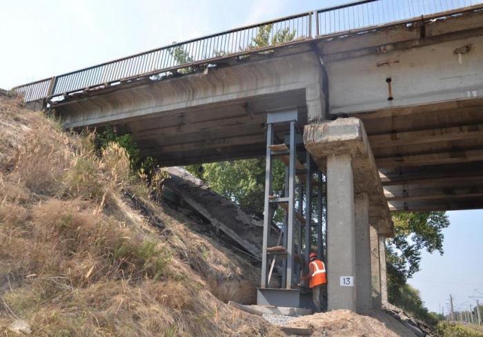 Восстанавливать поврежденный возле Харькова мост будут круглосуточно