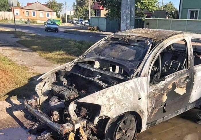 В Харькове во время движения вспыхнула машина
