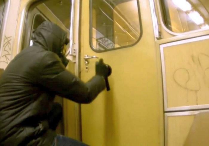 В харьковском метро задержан иностранный «художник»