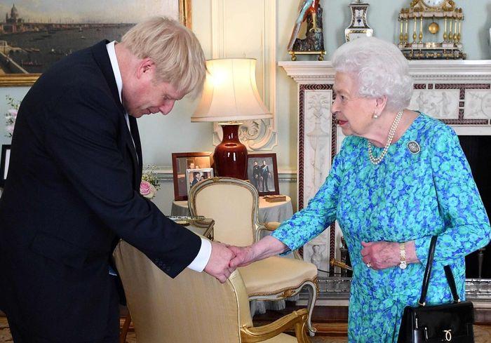 СМИ: Борис Джонсон готов бросить вызов королеве Елизавете II