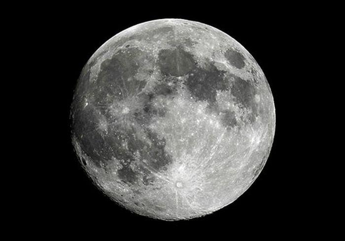 В Сети опубликовали самый первый в истории снимок обратной стороны Луны (фото)
