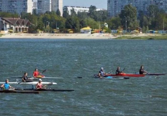 В Харькове стартовал чемпионат по гребле