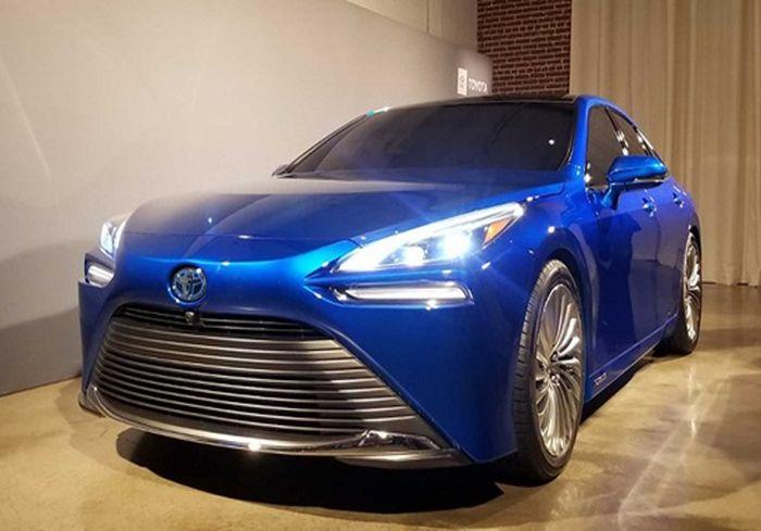 Toyota представила водородомобиль второго поколения (фото)