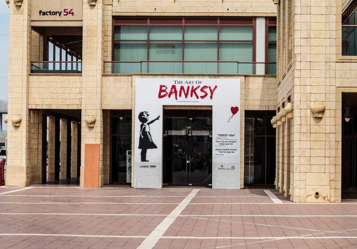 Миру наконец-то показали фото неуловимого Banksy