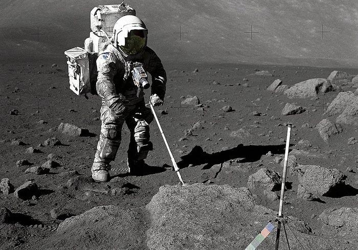 «Впервые за 40 лет». Эксперты NASA открыли капсулу с лунным грунтом (фото)