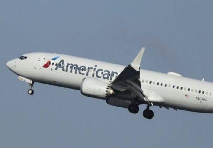 В Сети показали аварийную посадку авиалайнера на обледеневшую полосу в США (видео)