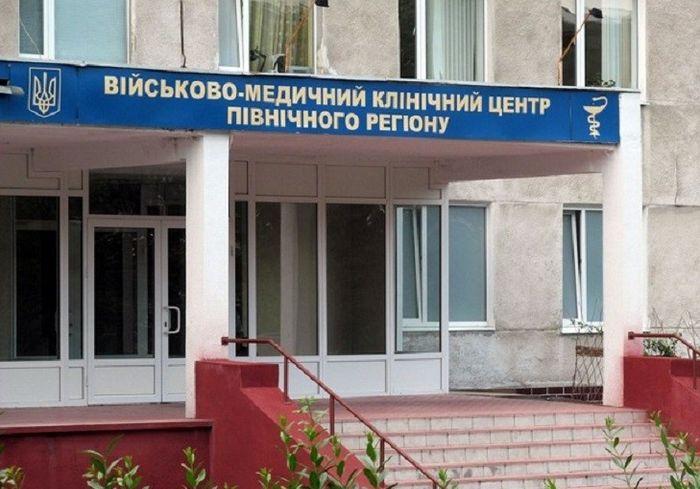 В Харькове военные медики спасли раненого офицера от ампутации ноги