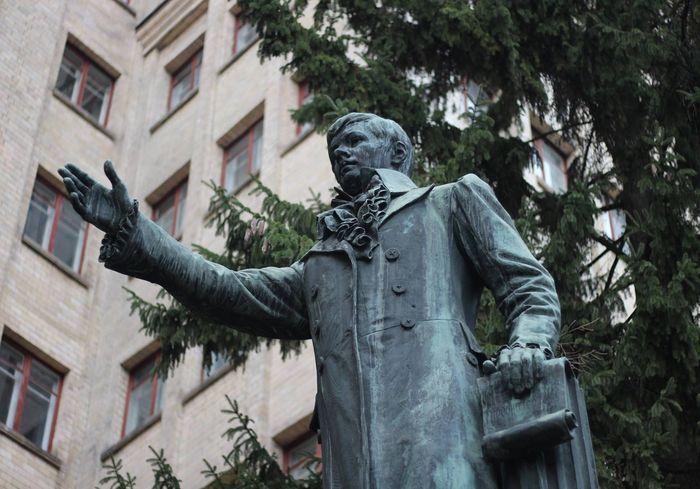Памятник Каразину в центре Харькова заметно преобразился (фото)