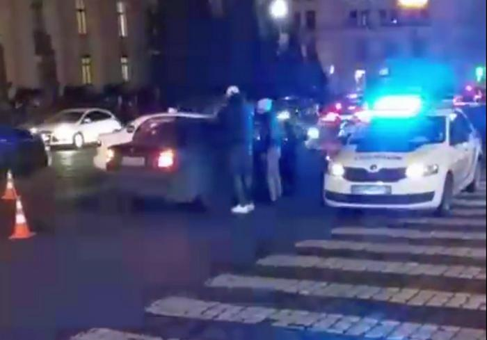 В центре Харькова два водителя выясняли, кто из них проворнее (видео)